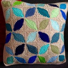 Kawung motif cushion cover inspired by Atty's Love for Crochet pattern Crochet Cushion Pattern, Cushion Cover Pattern, Crochet Motif, Crochet Designs, Crochet Flowers, Crochet Blocks, Blanket Crochet, Crochet Granny, Crochet Home