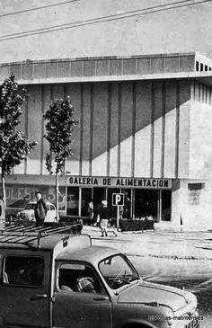 Mercado de San Blas, 1968. Revista Villa de Madrid. Foto Madrid, Urban Life, Old Pictures, Spanish, San, City, Isabel Ii, Plaza, Nostalgia