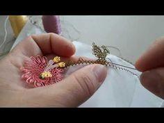 İğne oyası modellerinden 3 boyutlu çok zarif bir örnek daha. İğne oyası yazma modelleri ve iğne oyası havlu modelleri, iğne oyası namaz örtülerinde Embroidery Monogram, Needle Lace, Lace Making, Lace Flowers, Baby Knitting Patterns, Flower Earrings, Machine Embroidery Designs, Screen Printing, Needlework
