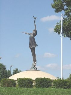 Book: Sadako and the Thousand Paper Cranes Location: United Nations Peace Plaza, Independence, MO