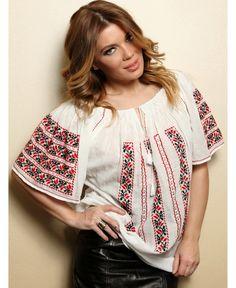 roumanian peasant blouse , roumanian folk fashion shop www. Folk Fashion, Peasant Blouse, Floral Tops, Beauty, Shopping, Romania, Women, Google, Blouses