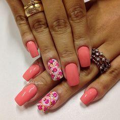 Nails linda #coral #filha #única #Botaozinhos #rosas #mimo #madahsantana #manicure #nailartes #naoéadesivo #tudofeitoamaolivre #traçolivre ❤️