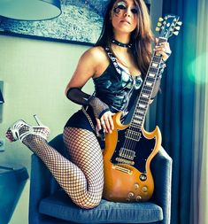 The girl ain't bad either Fille Heavy Metal, Heavy Metal Girl, Guitar Girl, Sg Guitar, Best Guitarist, Female Guitarist, Women Of Rock, Rocker Girl, Playing Guitar