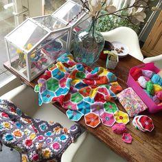 I love these lazy days ..... No school no obligations..... Heerlijk zo'n extra vrije dag voor iedereen ..... #crochettime #crochetaddict #crochet #croché #crochê #haken #häkeln #hekle #hækle #hæklet #hækling #virka #örgü #ganchillo #instacrochet #crochetersofinstagram by crejatie