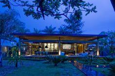 Ana Paula Barros designed the Loft Bauhaus in Brasília, the capital city of Brazil.