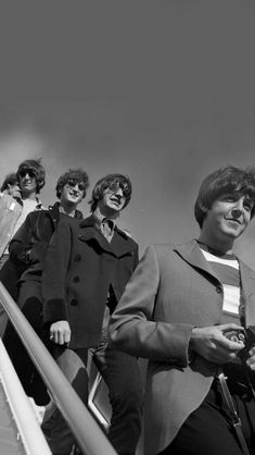 George Harrison, John Lennon, Ringo Starr, and Paul McCartney Foto Beatles, Les Beatles, Beatles Photos, Beatles Guitar, Beatles Albums, Imagine John Lennon, Ringo Starr, George Harrison, Pop Rock