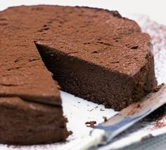 This delicious moist chocolate cake is the best chocolate baking dessert in its category! Simple and easy, you can prepare this treat anytime because you need only 2 ingredients to get a well moist, … Brownie Desserts, Oreo Dessert, Mini Desserts, No Bake Desserts, Dessert Recipes, Cupcake Recipes, Chocolate Fundido, Chocolate Cheese, Decadent Chocolate