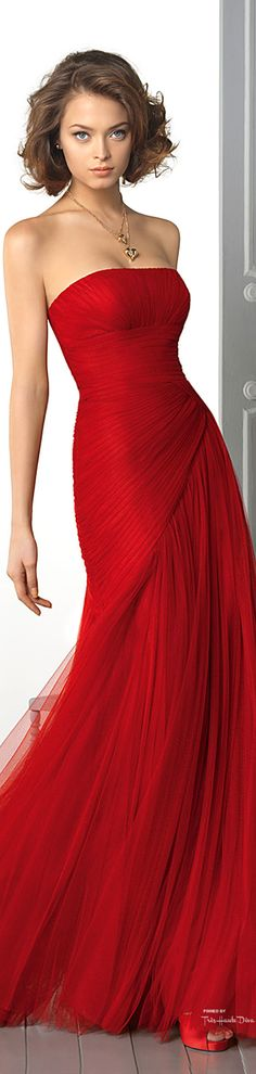 Red my favourite colour this is just the most awesome dress would love this in my wardrobe :) Beauty And Fashion, Red Fashion, Womens Fashion, Beautiful Gowns, Beautiful Outfits, Simply Beautiful, Sexy Dresses, Prom Dresses, Chiffon Dress Long