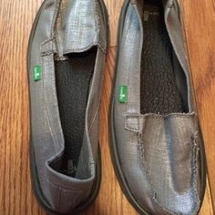Sanuks NeverWorn. Only $25 with PayPal, leave email in comments. Sanuk Shoes Flats & Loafers