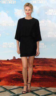 Charlize Theron en robe noire Stella McCartney de la collection printemps-été 2014 au photocall de A Million Ways To Die In The West à Londres, le 27 mai 2014