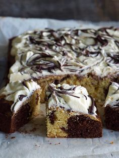 Marble cake in baking tin with marbled chocolate icing Marble Cake, Chocolate Icing, Baking Tins, Recipe Boards, Feeding A Crowd, I Love Food, Cheesecake, Food And Drink, Yummy Food