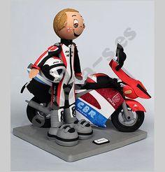 Fofucha personalizada de Juan con su querida Honda (buena moto).