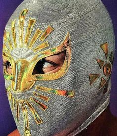 El Principe de Plata y Oro. Mistico. Mexican Wrestler, Cool Masks, Masks Art, Mexican Style, Street Artists, Wrestling, Culture, Luchador Masks, History