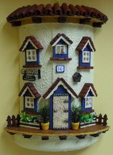 MANUALIDADES, BELLAS ARTES Y ENMARCACION TERE MOTA: Tejas decoradas Clay Houses, Ceramic Houses, Miniature Houses, Miniature Dolls, Tile Crafts, Clay Crafts, Diy And Crafts, Arts And Crafts, Clay Fairy House