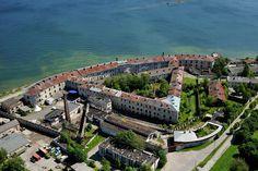 Merilinnoituksesta sotilasparakeiksi ja vankilaksi - Patarei ja Patareissa on koettu paljon vuosien mittaan. Venäjän tsaarin Nikolai I:n määräyksestä vuonna 1840 rakennettu linnoitus on aikojen saatossa muuttunut arkkitehtoniseksi muistomerkiksi. Se on toiminut myös museona ja käytävillä on voinut aistia, millaista on ollut vangin elämä neuvostoaikana. Patarei on ulkoapäinkin tarkasteltuna ajatuksia herättävä kohde. #Patarei #Tallinna #Eckeroline