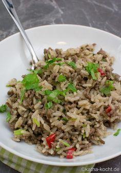 Scharfe Reispfanne mit Hackfleisch und Koriander