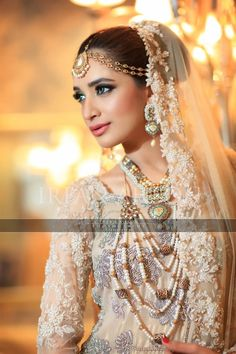53 White & Cream Inspirational Pakistani Bridal Outfits {Irfan Ahson Photography} - The Big Fat Indian Wedding Desi Bride, Desi Wedding, Wedding Attire, Wedding Hair, Pakistani Wedding Dresses, Pakistani Bridal, Walima Dress, Pakistani Jewelry, Pakistani Outfits