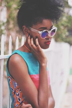 cool girl flow, natural hair, round glassses