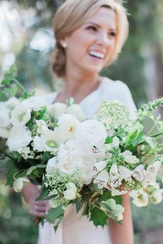 Summery white bouquet: http://www.stylemepretty.com/2016/06/28/first-anniversary-lush-bouquets-sweet-kisses/ | Photography: Natalie Bray - http://nataliebray.com/