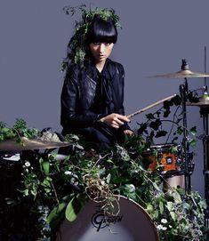 Female Drummer, Japan Flower, Classic Photography, Riot Grrrl, Like A Cat, Stevie Nicks, Asian Fashion, Rolling Stones, Punk Rock