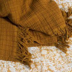 16 meilleures images du tableau Plaids   Linens, Blanket et Cushions 31dc289e96b