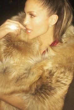 We Need to Talk About the $100K Diamond Choker Drake Gave Jennifer Lopez