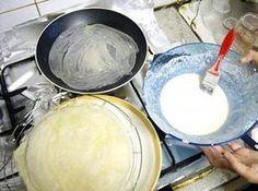 La meilleure recette de Feuille de brick fait maison! L'essayer, c'est l'adopter! 4.6/5 (25 votes), 68 Commentaires. Ingrédients: 400 ml d'eau tiède 250 g de farine 1 càc de sel 3 càsoupe de semoule fine