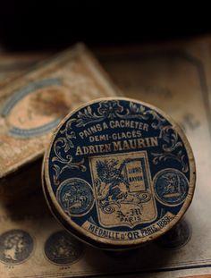 青いグリフォンのアンティーク紙箱 - O Bel Inventaire-Bis*アンヴァンテール・ビス*