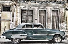 Verval en schoonheid in Havanna. Op Reisbijbel  Apocalyptisch, dat woord beschrijft misschien het best mijn eerste indruk van het centrum van Havana. Verkruimelende huizenrijen, met weinig niet dichtgetimmerde of met luiken