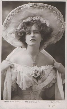 Vintage beauty - Gabrielle Ray, an English stage actress in the Edwardian period Vintage Abbildungen, Mode Vintage, Vintage Glamour, Vintage Girls, Vintage Beauty, Vintage Outfits, Antique Photos, Vintage Pictures, Vintage Photographs
