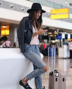 Awesome 45 Best Airport Style to Look Fashionable During Travel http://outfitmad.com/2018/02/24/45-best-airport-style-look-fashionable-travel/