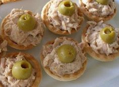 Tarteletas de atun faciles-Atıştırmalık tarifler - Las recetas más prácticas y fáciles Finger Food Appetizers, Appetizers For Party, Finger Foods, Appetizer Recipes, Aperitivos Finger Food, Brunch, Tasty, Yummy Food, Snacks Für Party
