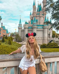 Mom Shares Photo of How the Keto Diet Transformed Her Body After Pregnancy Disney World Outfits, Disney World Fotos, Disney World Trip, Disneyland Photography, Disneyland Photos, Disneyland Outfits, Disneyland America, Disneyland Orlando, Disneyland California