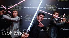 Hanya tinggal menghitung hari film Star Wars: The Force Awakens rilis di bioskop tanah air. Film kreasi George Lucas ini adalah seri ketujuh dari Star Wars. Pada filmnya kali terasa begitu spesial bagi penggemar di Indonesia. Pasalnya, tiga aktor terbaik negeri Iko Uwais, Yayan Ruhian dan Cecep Arif Rahman berkesempatan untuk terlibat sebagai pemain. #IkoUwais #YayanRuhian #CecepArif #StarWars #TheForceAwakens #Bintang #Indonesia