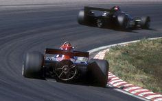 Um die Dominanz der von Lotus entwickelten Ground-Effect-Cars zu brechen,...