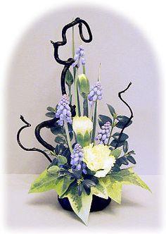 59 Ideas For Flowers Arrangements Funeral Centerpieces Contemporary Flower Arrangements, Creative Flower Arrangements, Beautiful Flower Arrangements, Beautiful Flowers, Ikebana Arrangements, Floral Arrangements, Art Floral, Deco Floral, Flower Show