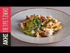 Light pasta with chicken and broccoli by Greek chef Akis Petretzikis. An exceptionally quick, easy, delicious and healthy pasta dish with chicken and broccoli. Chicken Penne Alfredo, Chicken Pasta Dishes, Healthy Pasta Dishes, Healthy Pastas, Chicken Broccoli, Healthy Snacks, Healthy Recipes, Sweets Recipes, Healthy Eating