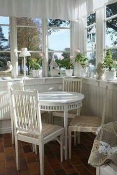 white on white cottage dining room Cottage Chic, Cottage Living, Cottage Homes, Cottage Style, Interior Exterior, Interior Design, My Dream Home, Beautiful Homes, Outdoor Furniture Sets