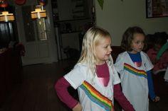 K3- jurkjes voor een kinderfeestje. Witte dames tshirts beschilderd met textielverf