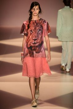 Alessa - Desfile - Verão 2014 - Fashion Rio - Coral animal print surprisingly gorgeous