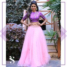 Indian Wedding Guest Dress, Indian Bridal, Crop Top Designs, Blouse Designs, Ethnic Outfits, Indian Outfits, Indian Clothes, Gown Party Wear, Crop Top Outfits