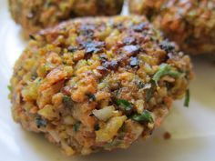 Juice Pulp Veggie Patties: Juicing can be pricey so make the most of your money by using your leftover pulp and grains/beans to make patties for easy meals throughout the week.