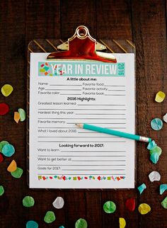Printable Year in Review for New Year's Resolutions - the perfect printable to have your kids fill out to look back on the year and make new resolutions!