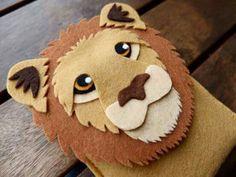 Capinha celular leão feltro