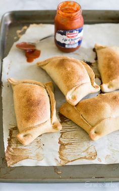 Empanadas de pino | En Mi Cocina Hoy Latin American Food, Latin Food, Chilean Recipes, Chilean Food, Beef Empanadas, Comida Latina, Cooking Recipes, Yummy Recipes, Cooking Tips