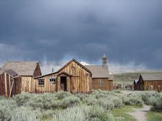 Bodie Ghost Town, Bodie, CA We've been here twice, long ago. They've managed to keep it unspoiled. Old Abandoned Buildings, Abandoned Places, Bodie California, Places To Travel, Places To Go, Old Western Towns, California Destinations, Nevada Mountains, Old Mansions