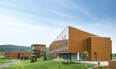 Take a look at our realisation in Baie St-Paul for the Hotel Germain. Maibec's siding have been used for this project. Find out more in our portfolio. Algonquin, Exterior Design, Interior And Exterior, Qc Canada, Baie St Paul, Board And Batten Siding, Commercial, Wood Siding, Natural Beauty