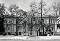 A Pinacoteca do Estado de São Paulo é um dos mais importantes museus de arte do Brasil. Ocupa um edifício no Jardim da Luz, no centro de São Paulo, projetado por Ramos de Azevedo e Domiziano Rossi para ser a sede do Liceu de Artes e Ofícios. É o mais antigo museu de arte de São Paulo, fundado em 1905 e regulamentado como museu público estadual desde 1911 - Foto de Nelson Kon