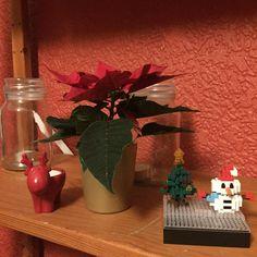 "15 mentions J'aime, 1 commentaires - Ross Winter (@roswinoswin) sur Instagram: ""More cute decorations  #xmas #festive #christmas #ponsettia #reindeer #snowman #nanoblock #instapic…"""