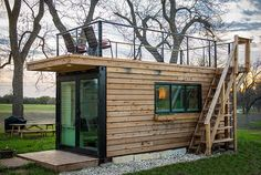 Elegant Container Home Tiny House Near Magnolia - Microcasas en alquiler en Waco, Texas, United States Wooden Casement Windows, Large Windows, Tiny House Rentals, Tiny Houses For Rent, Backyard Buildings, Shipping Container Homes, Shipping Containers, Rooftop Deck, The Doors